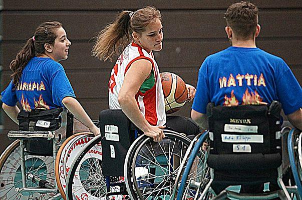 Leichtahletin-Maike-Hausberger-in-ungewohntem-Sportgerät