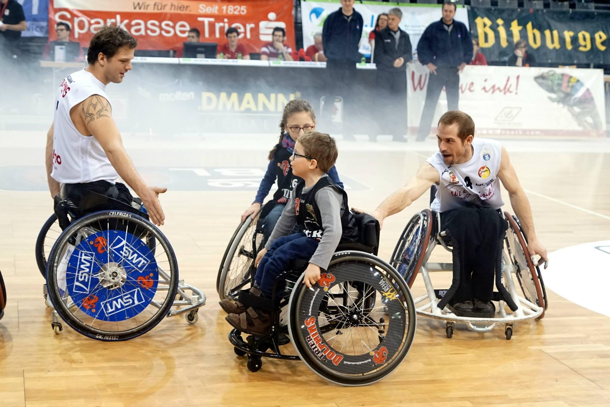 15-01-24-Rollstuhl-Spenden-Fan-Club-Dolphins-Foto-05