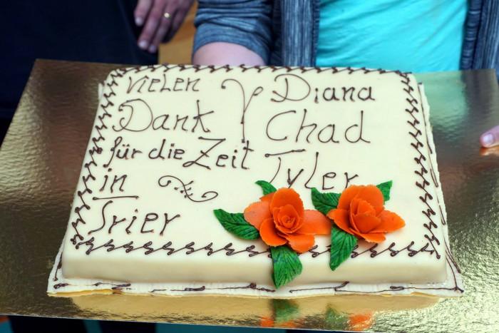 Der Kuchen von den Fans für die scheidenden Spieler Diana Dadzite, Chad Jazzman und Tyler Saunders